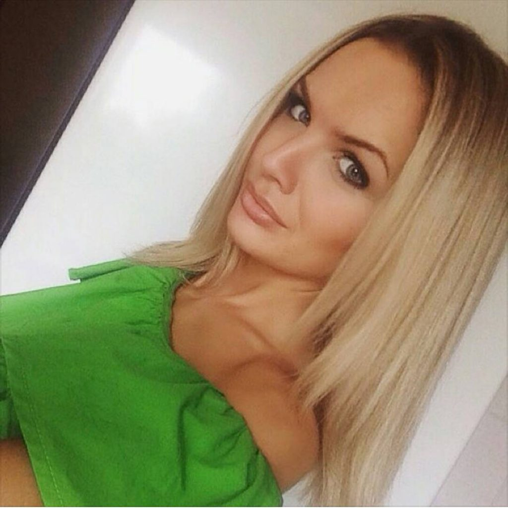 find sexy women online